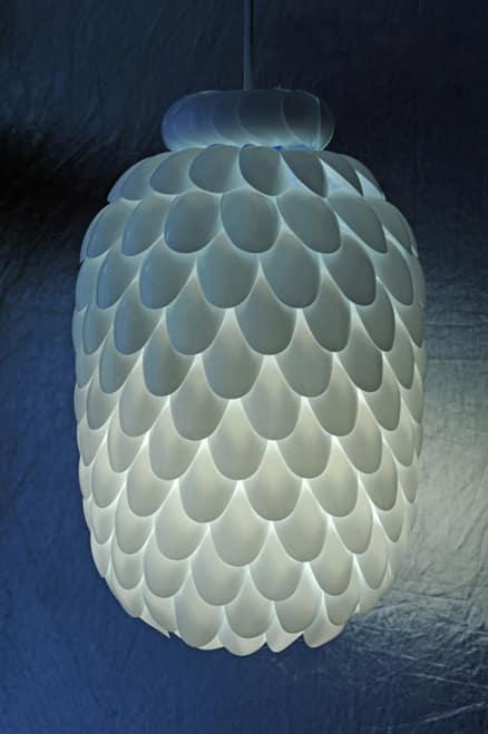 Φωτιστικό diy με πλαστικά κουταλάκια
