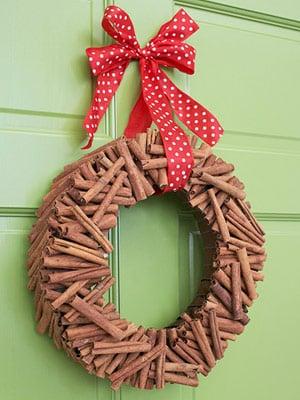 Φτιάξτε οικονομικά Χριστουγεννιάτικα στεφάνια μόνοι σας!
