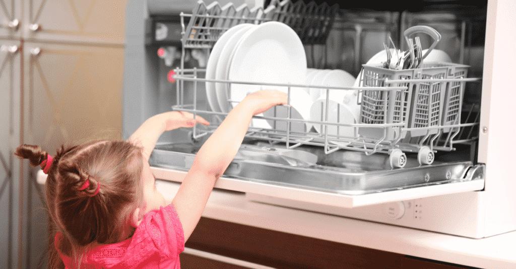 Καθάρισμα και απολύμανση πλυντηρίου πιάτων