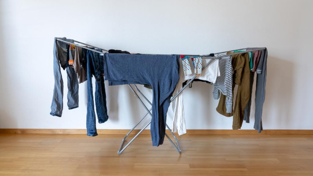 Στέγνωμα ρούχων με αφυγραντήρα