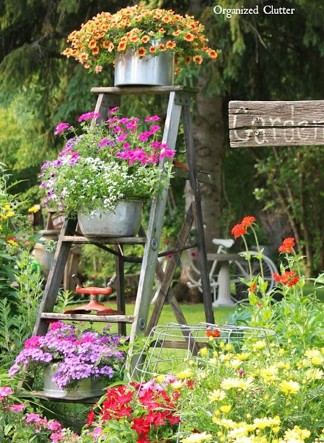 25 υπέροχες diy ρουστίκ ιδέες διακόσμησης κήπου με παλιές ξύλινες σκάλες