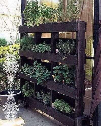 22 ιδέες για να δημιουργήστε όμορφα και φθηνά παρτέρια με κάθετες παλέτες για τον κήπο